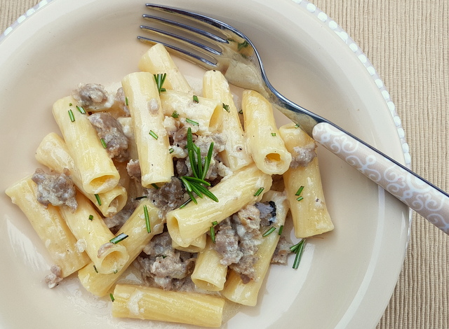 Pasta alla Norcina (Pasta with sausage and cream)